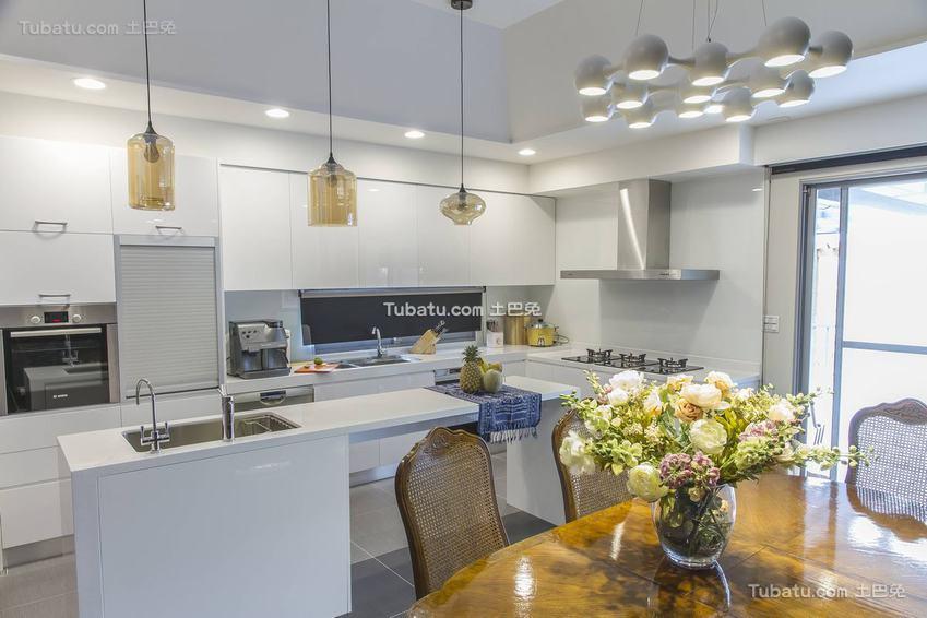 简约温馨厨房布置效果图片