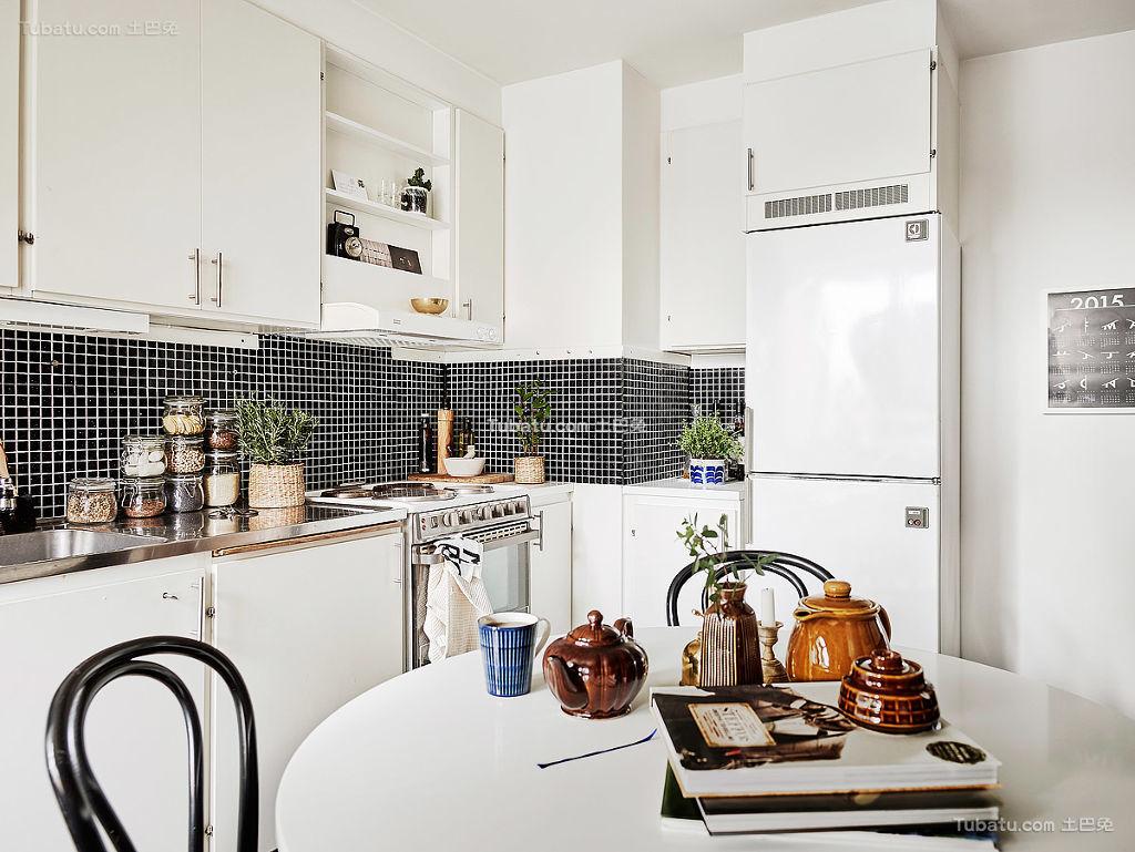 北欧厨房黑白灰装修案例
