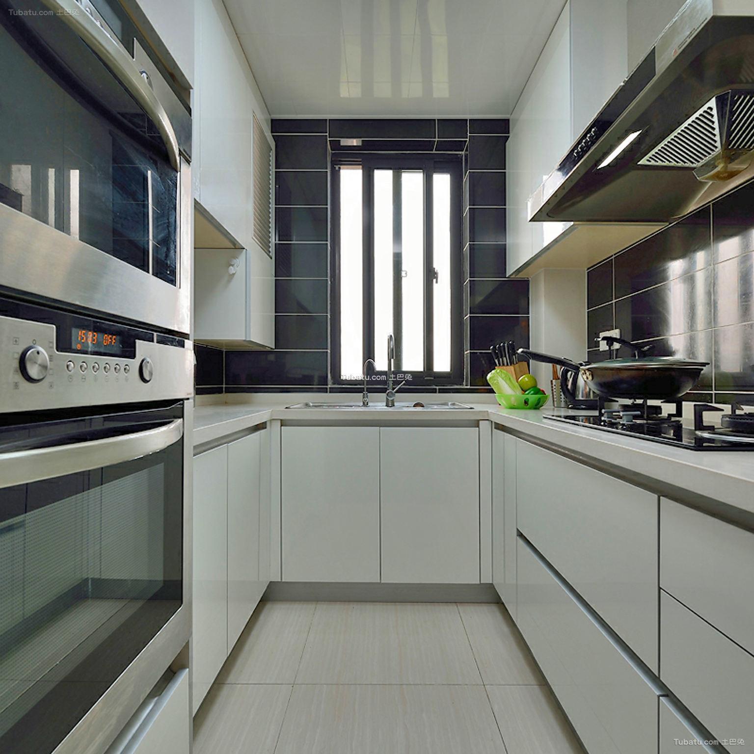 现代简约U型厨房装修典例