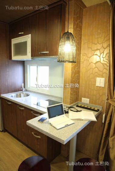 东南亚风格别墅厨房室内装饰图片