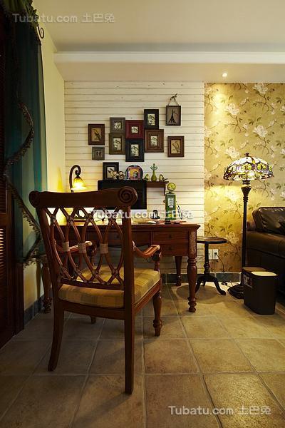 东南亚装修书房相片墙