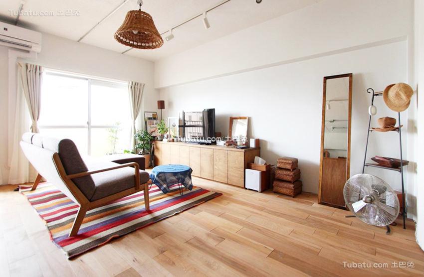 自然北欧原木风格客厅装修