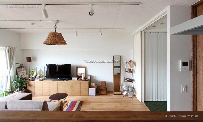 北欧原木风格客厅装潢