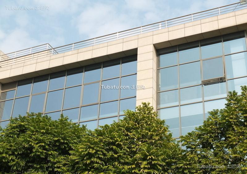 写字楼玻璃窗户装饰设计图片