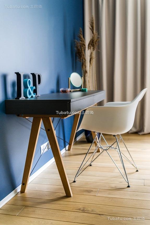 简约装修小书桌