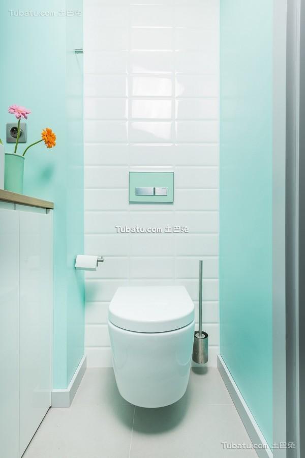 蓝色清新卫生间设计