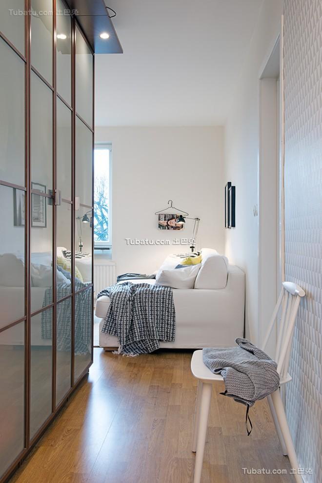 舒适温馨的白色公寓设计