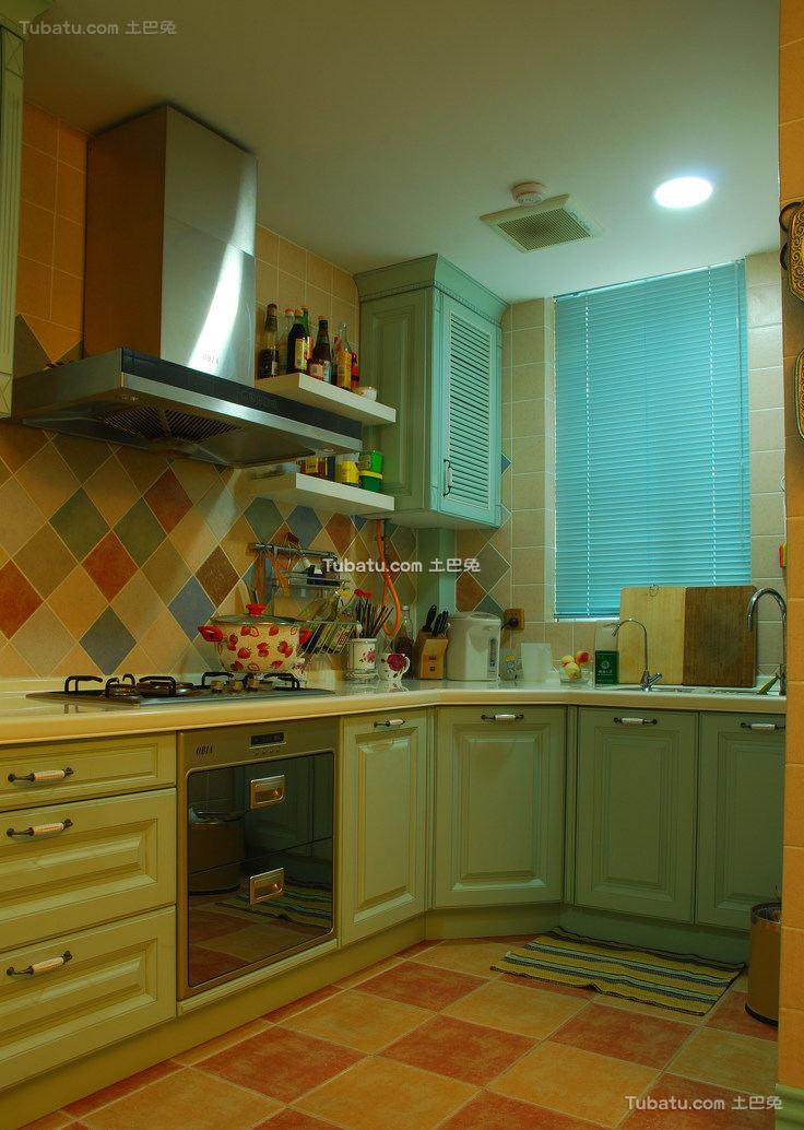 北美风格别墅厨房室内效果图片