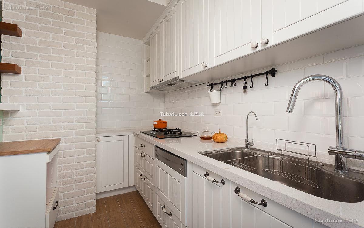 美式风格简约厨房装修效果图