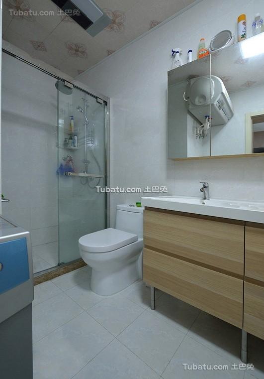 简约现代设计小户型卫生间效果图
