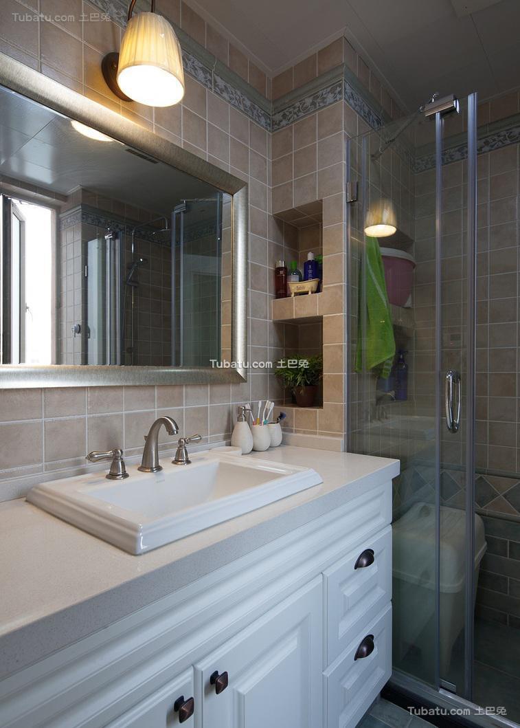 现代美式风格卫生间装修效果图片