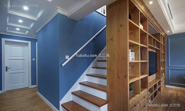 美式风格复式室内楼梯装修效果图片