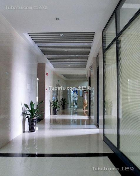 现代办公室设计走廊效果图