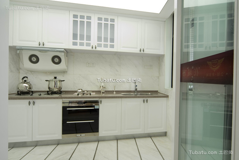 白色简约家装厨房装潢设计