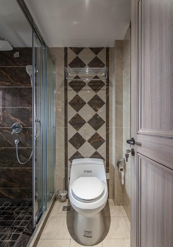 现代设计卫生间室内装饰效果图片