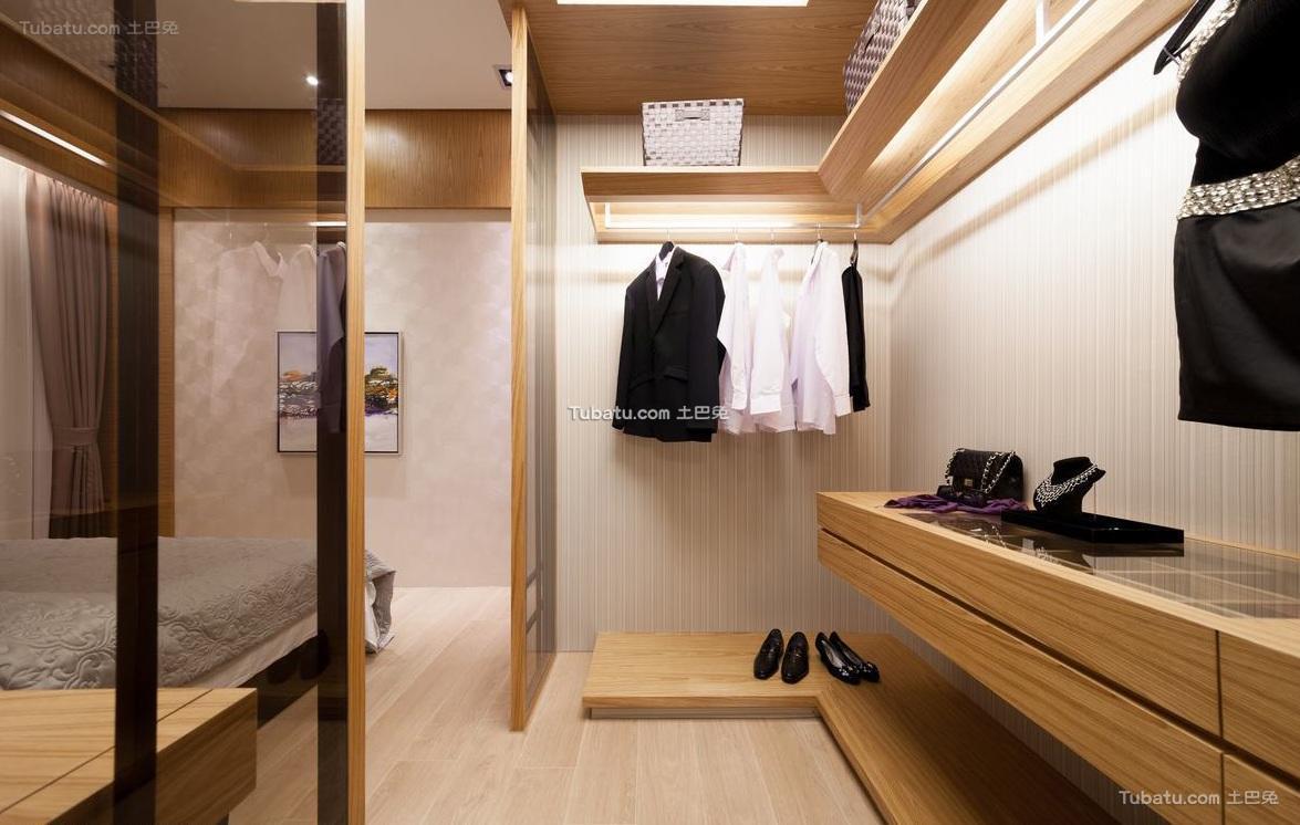日式风格家居衣帽间装饰设计效果图
