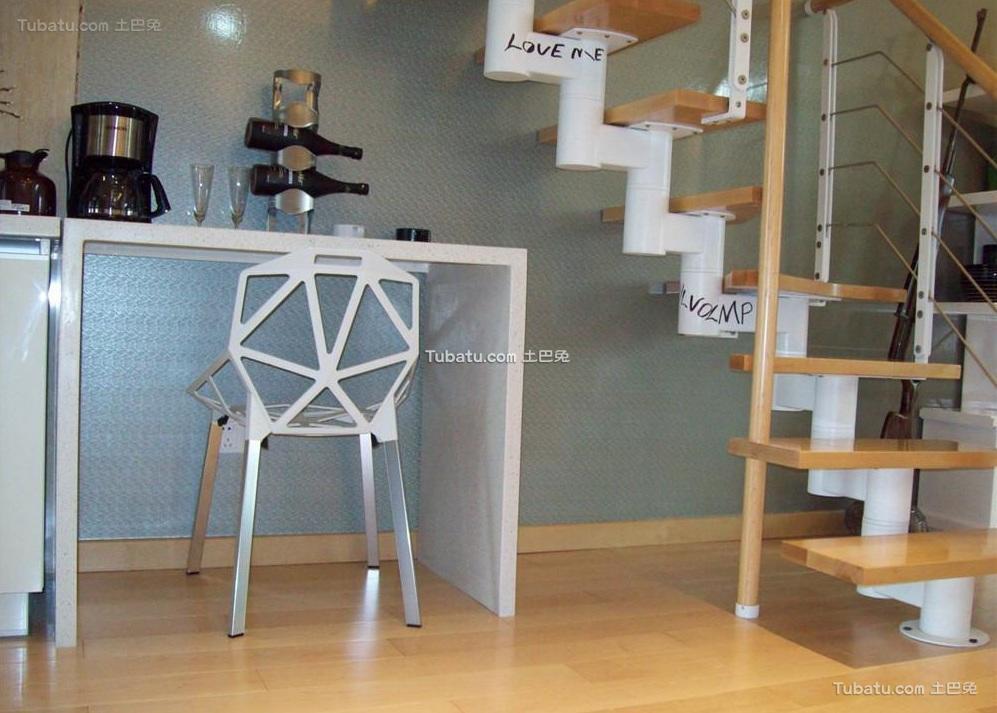现代复式设计室内楼梯装修图片