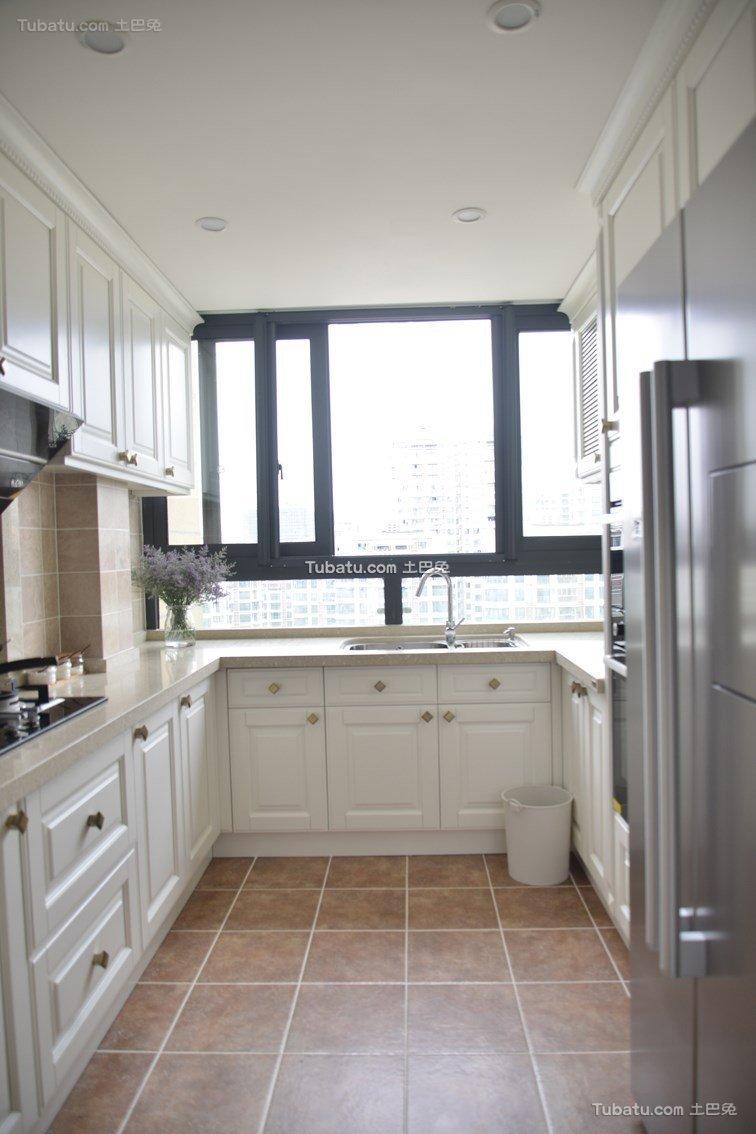 白色明亮美式厨房设计
