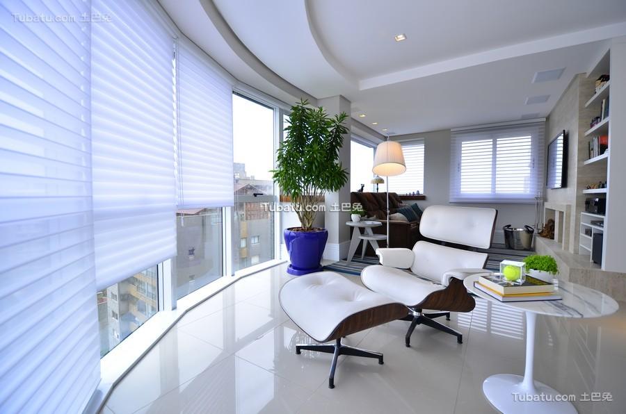 现代明亮弧形大阳台设计