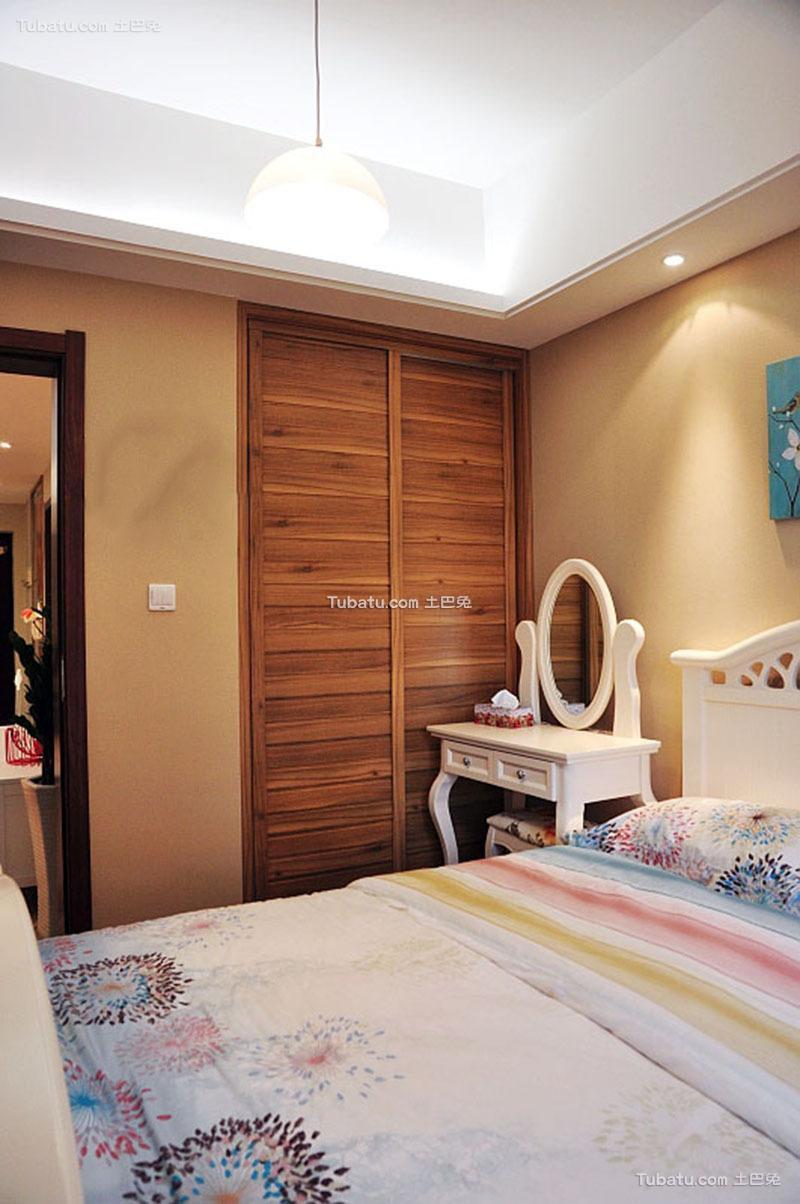 现代简约卧室衣柜设计装修效果图