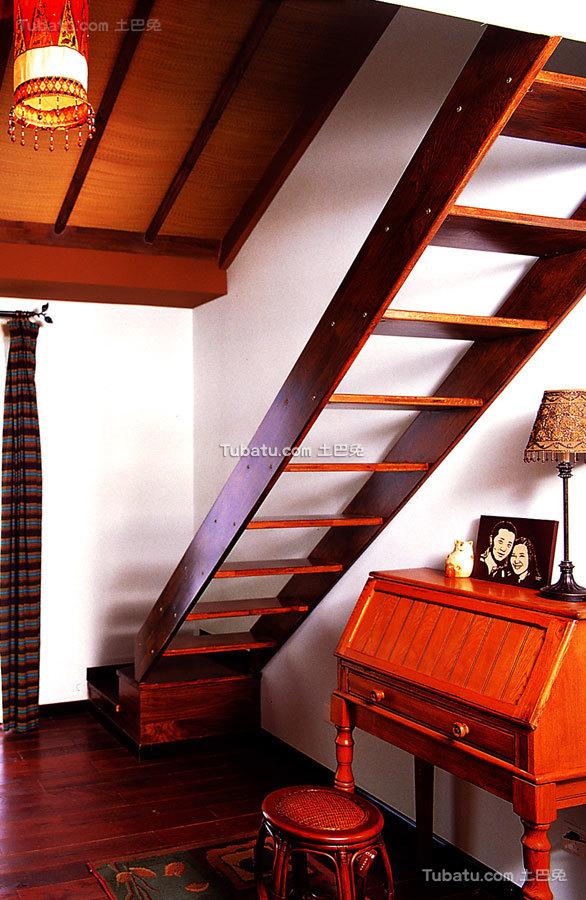 东南亚风格设计家居木楼梯效果图