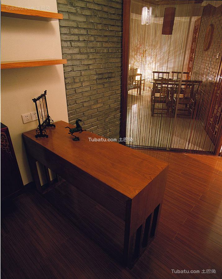 昏黄中式格调书房设计