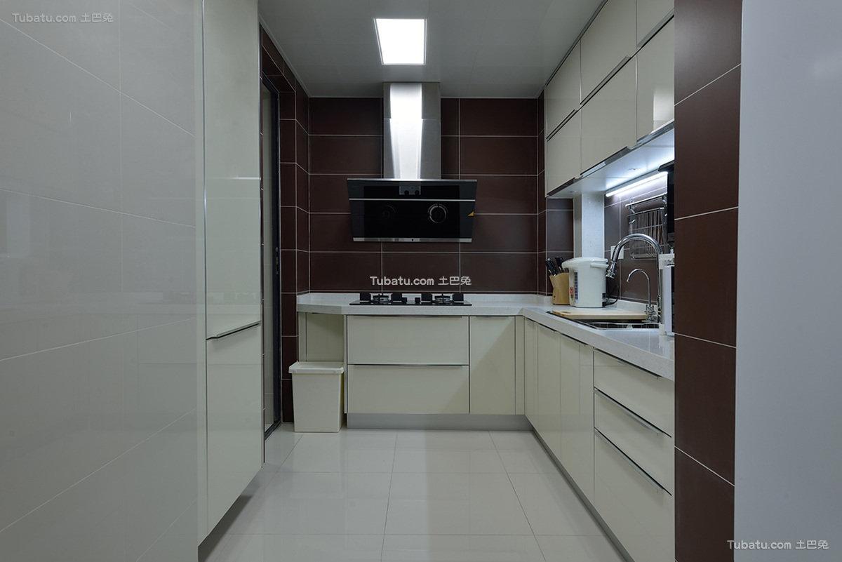 简约8平米白色厨房设计