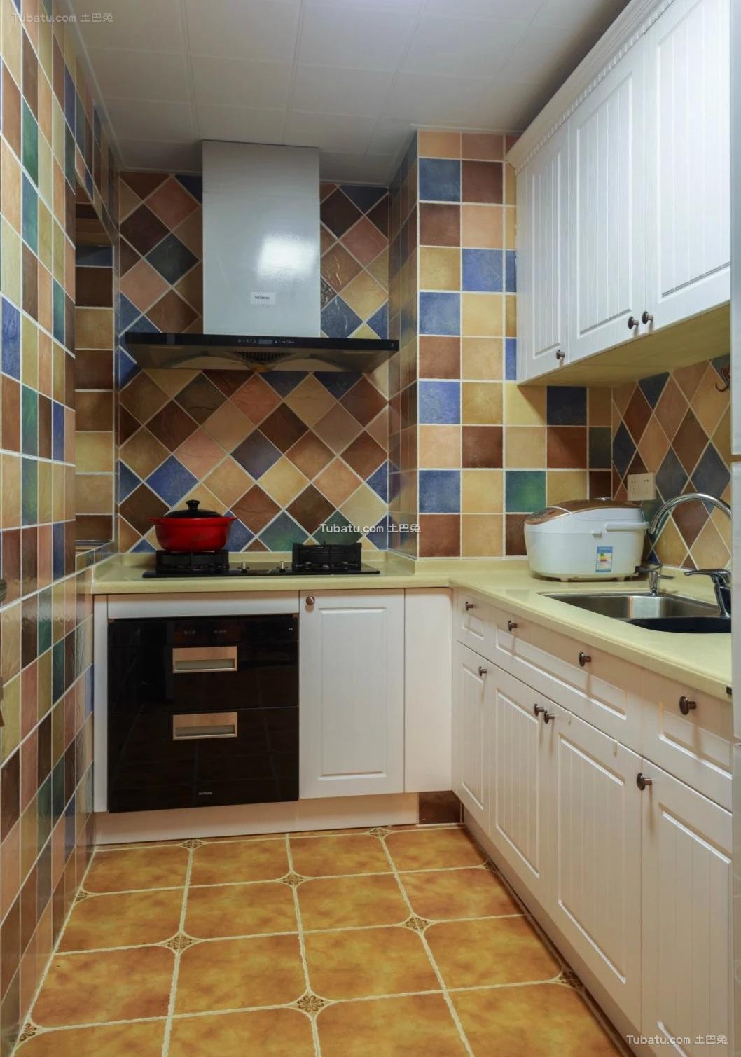 美式设计室内厨房装修效果图