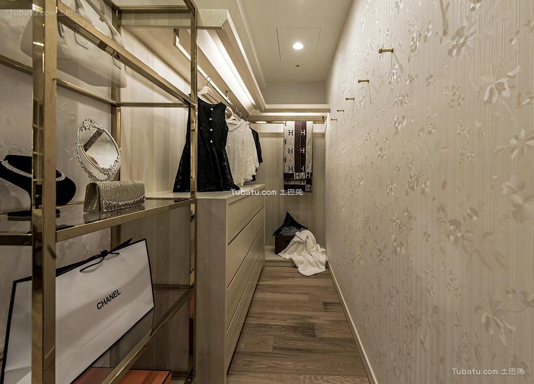 现代简约设计室内衣帽间装饰效果图片