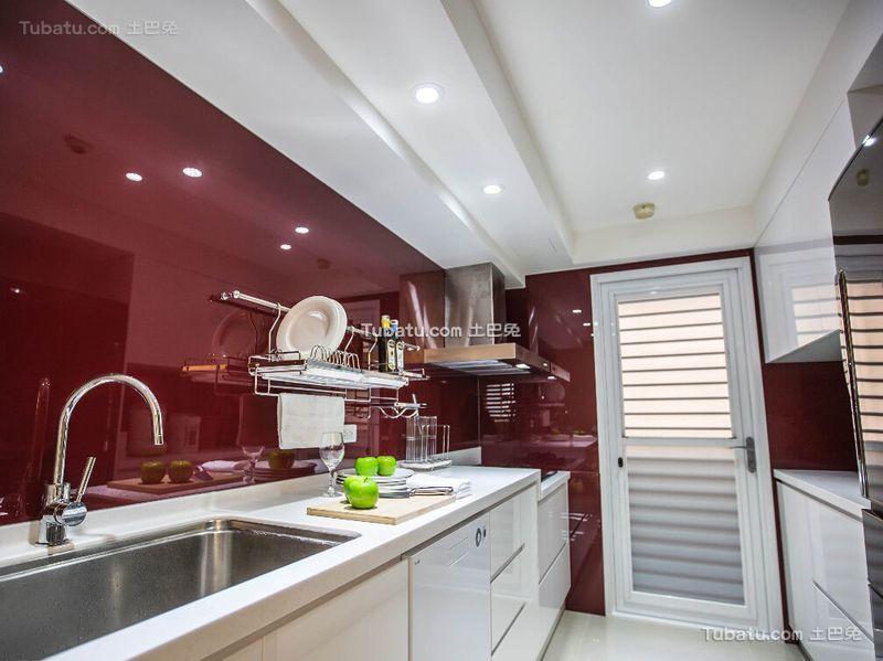 现代红色烤漆瓷砖厨房装修