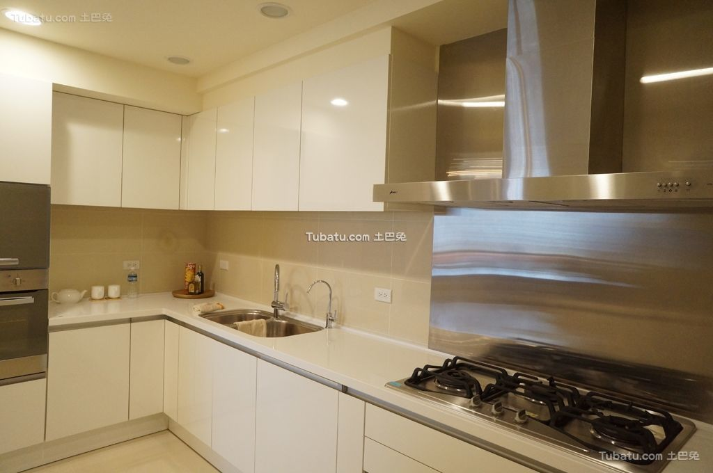 轻盈优美的新古典风格厨房效果图