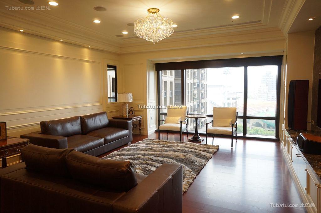 轻盈优美的新古典客厅效果图