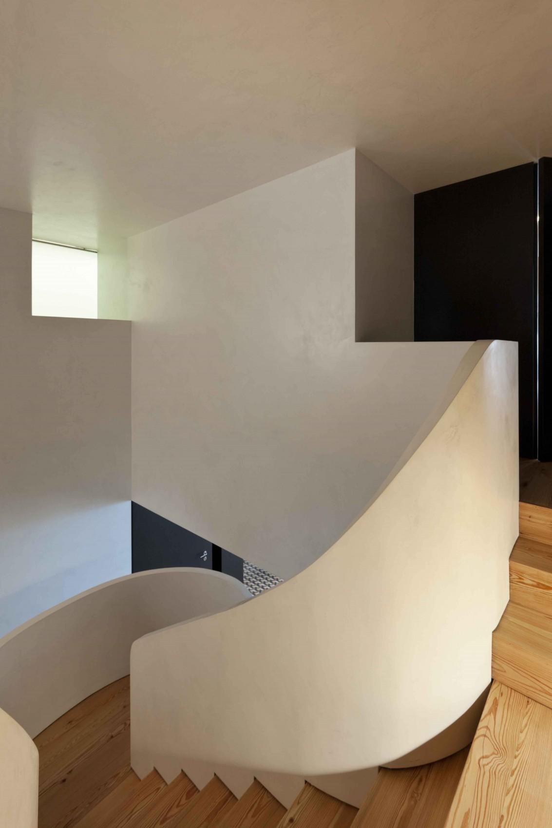 现代复式楼家装楼梯效果图