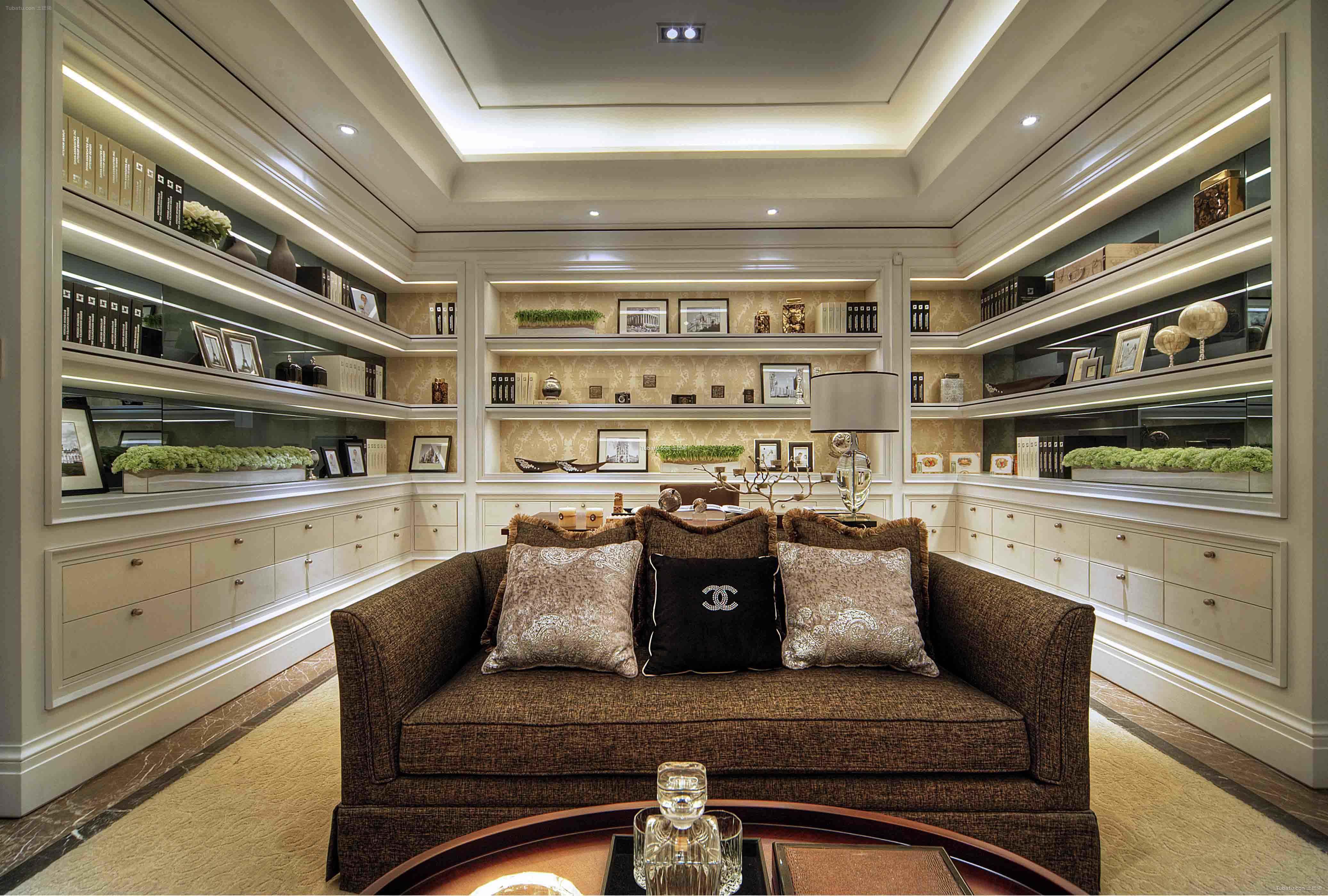 华丽欧式家装书房效果图