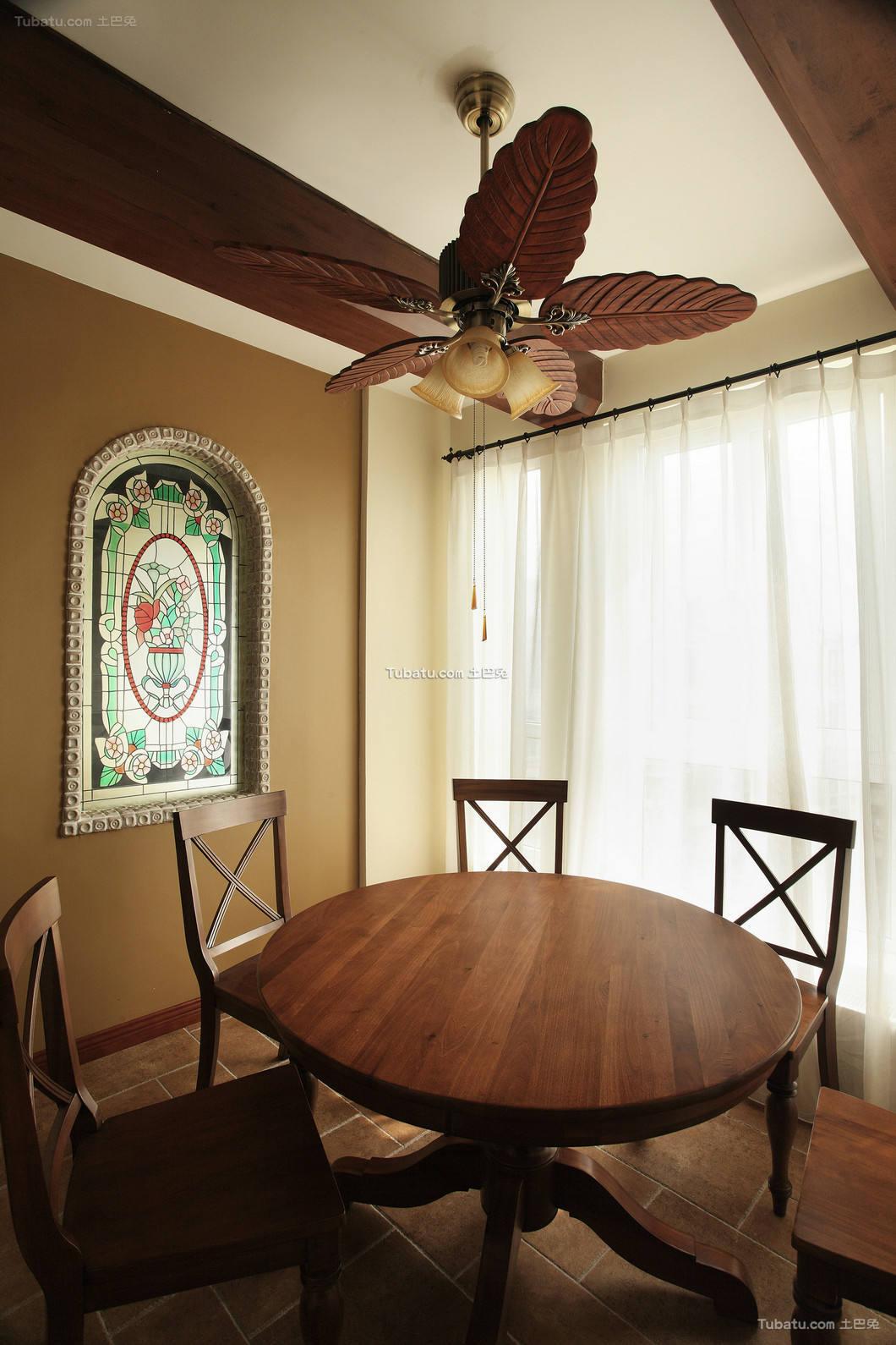 细雨之夏复式家装餐厅效果图