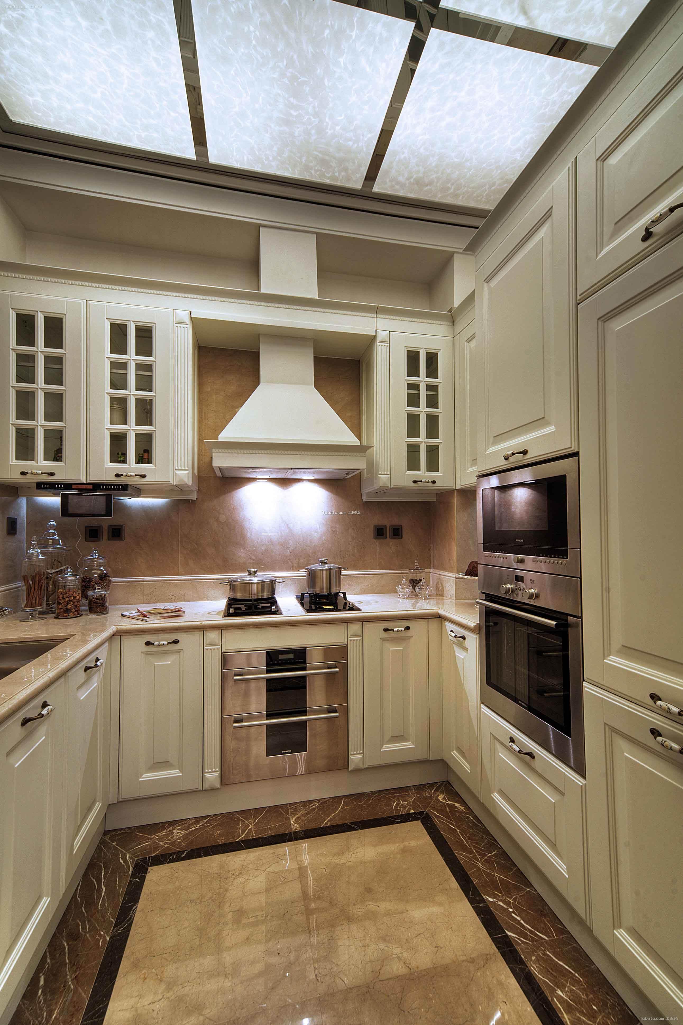 华丽欧式家装厨房效果图