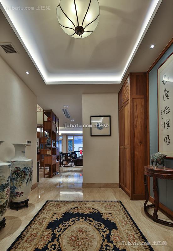 中式家装原木设计玄关效果图