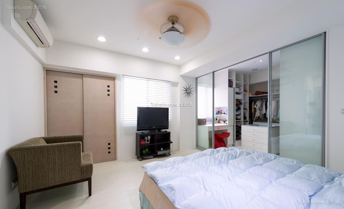 家居现代格调卧室装修图