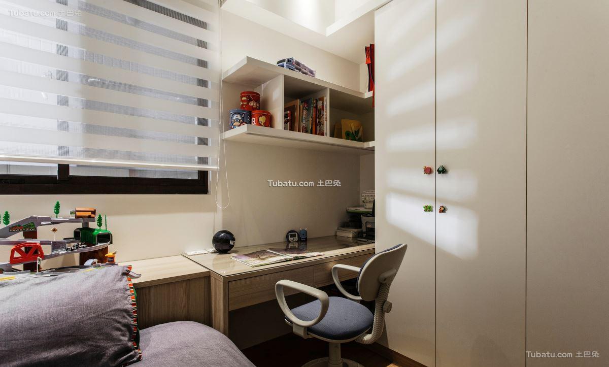 三居小书桌