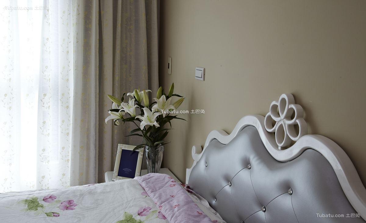 中式卧室床头