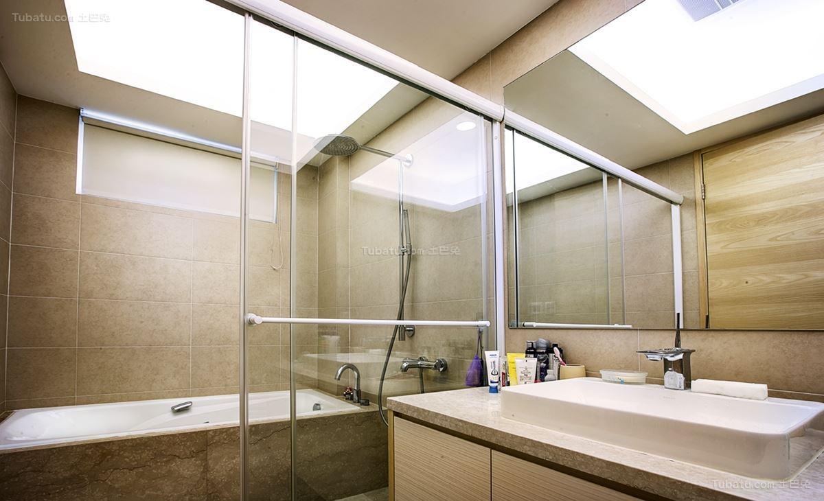 现代三居室卫生间装修图片展示