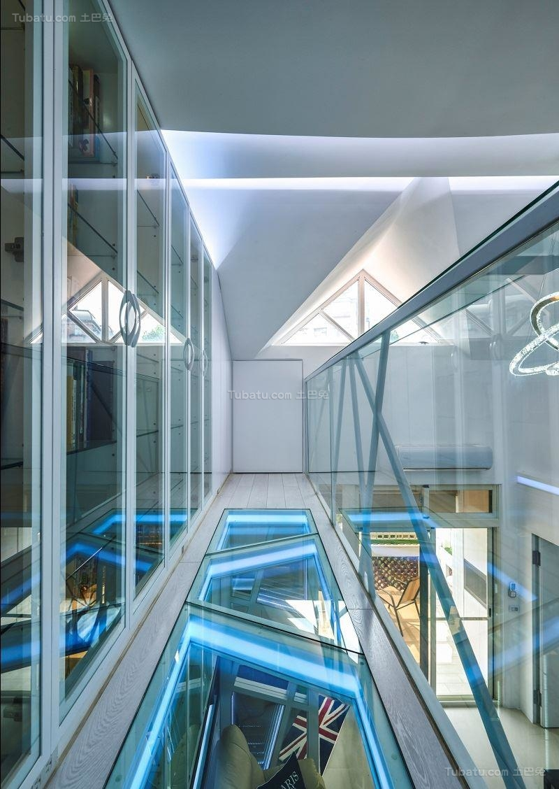 现代创意个性复式楼过道设计图片