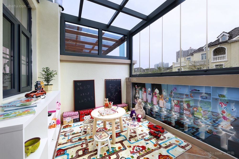 美式别墅阁楼阳台装修效果图
