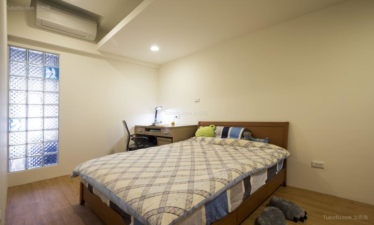 双层时尚大气卧室设计效果图