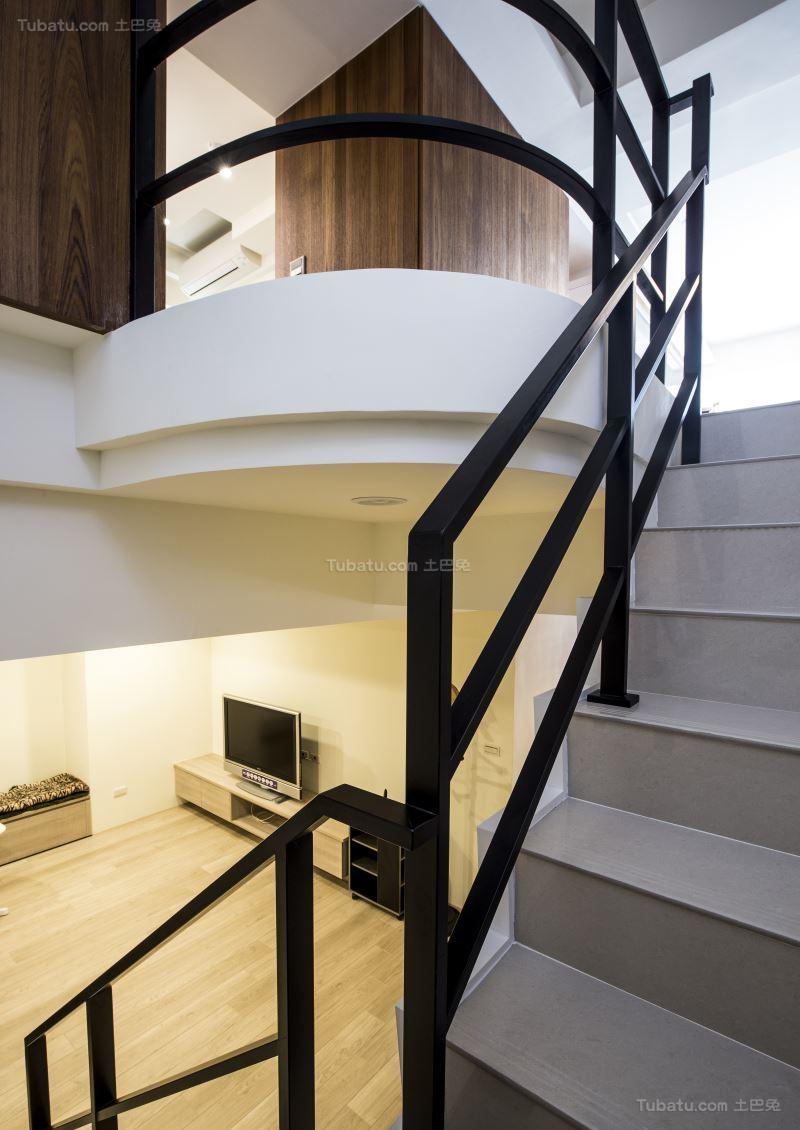 双层时尚大气楼梯设计效果图
