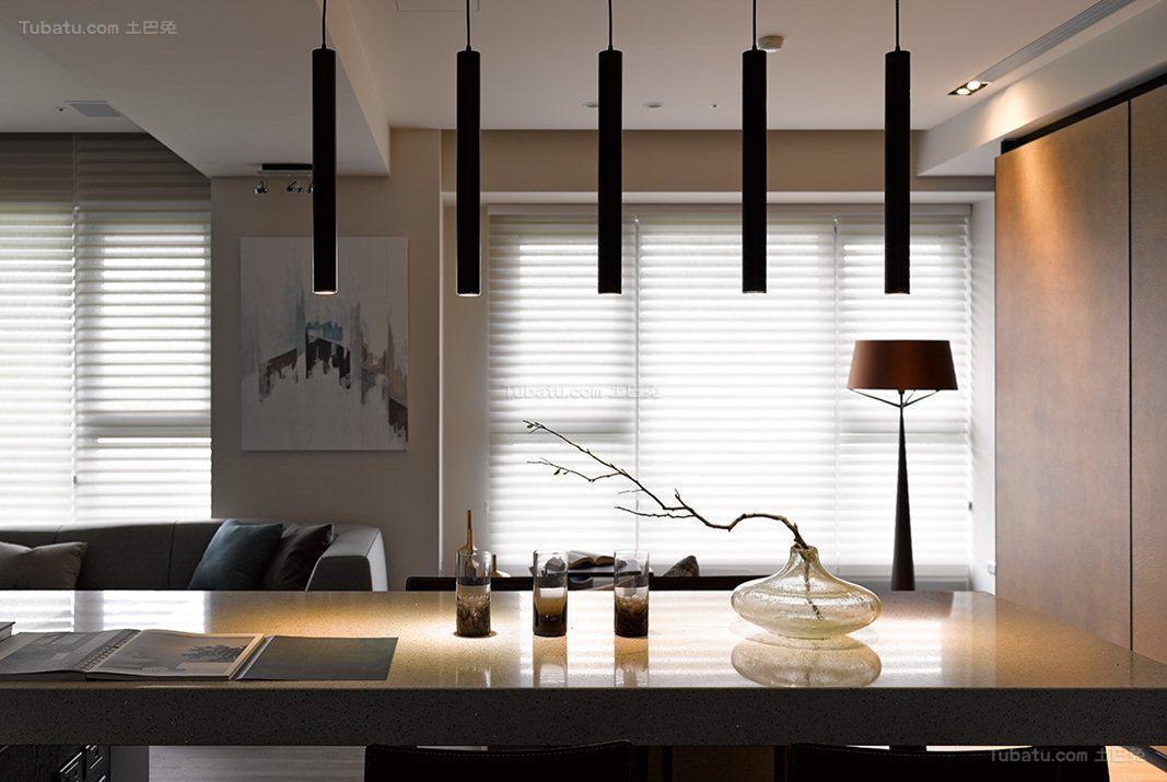 低奢质感现代化餐桌装修效果图