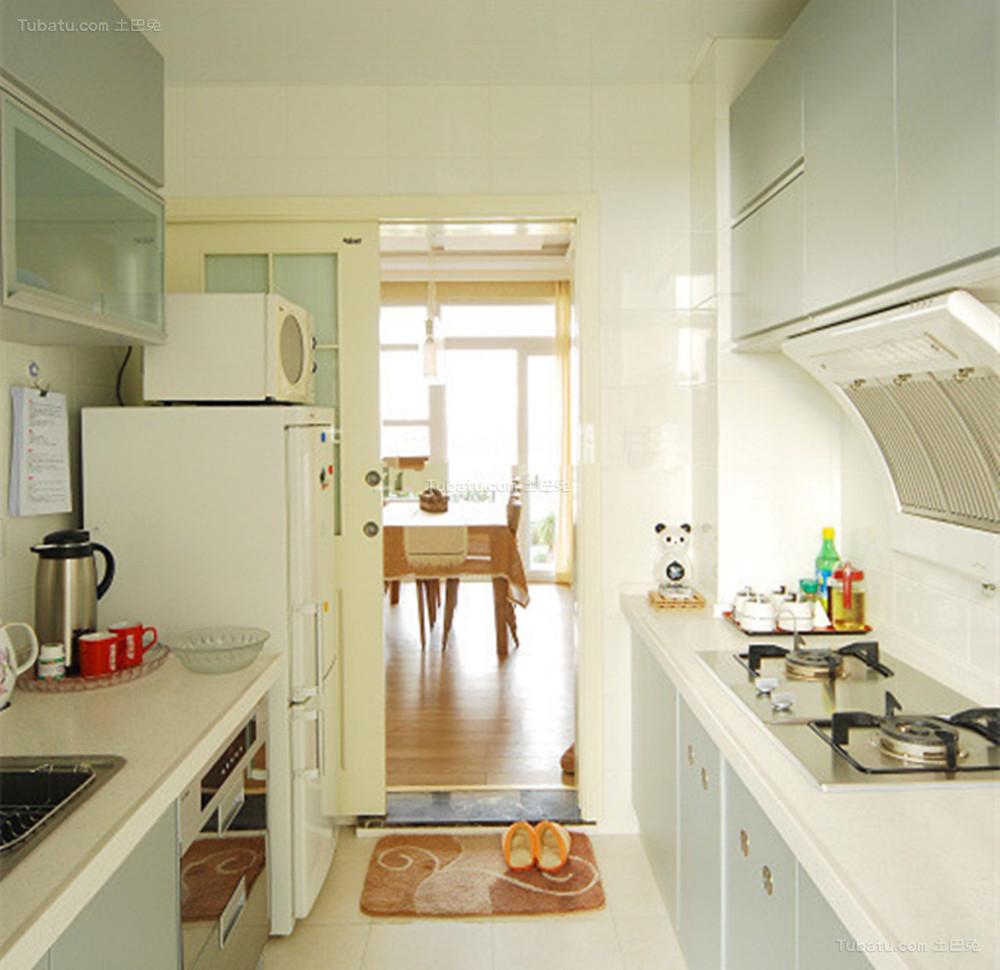 温馨暖色调现代化厨房装修效果图