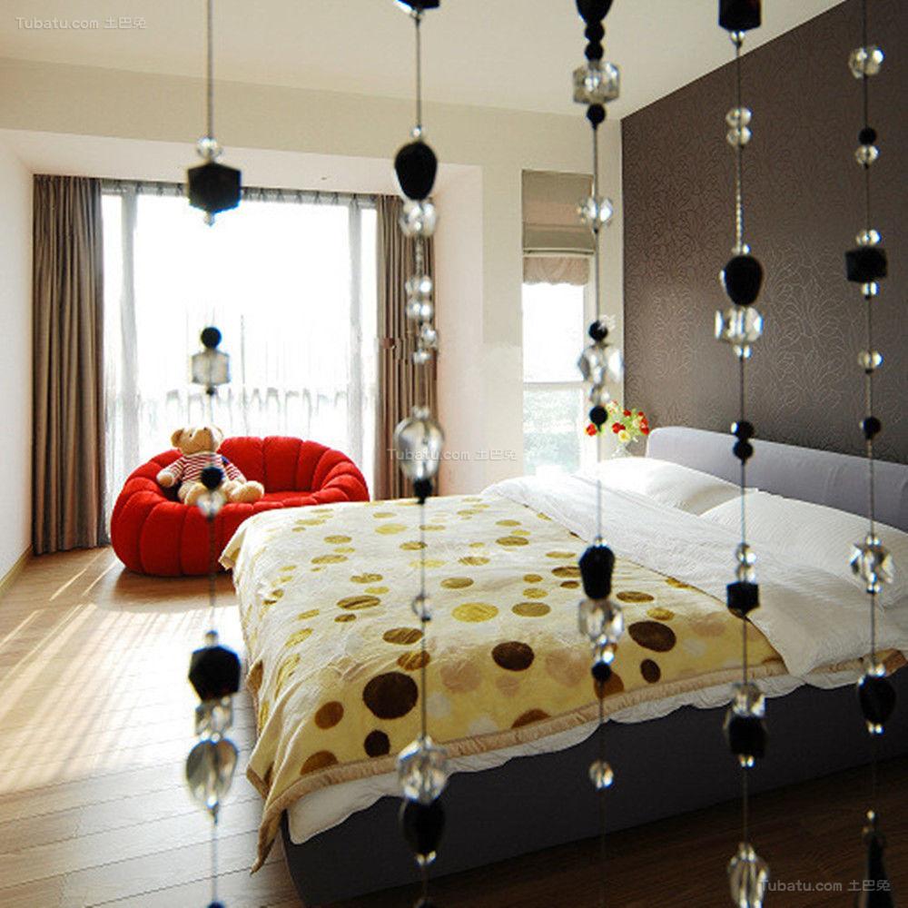 温馨暖色调现代化卧室隔断装修效果图