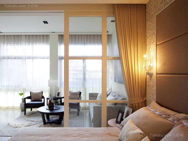 优雅温馨现代化卧室隔断设计效果图