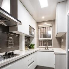 简单的现代厨房设计